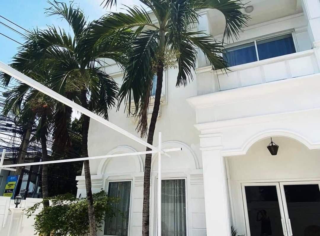 Bangkok House For Rent in Thonglor Sukhumvit Pet Friendly Modern Luxury w/Pool