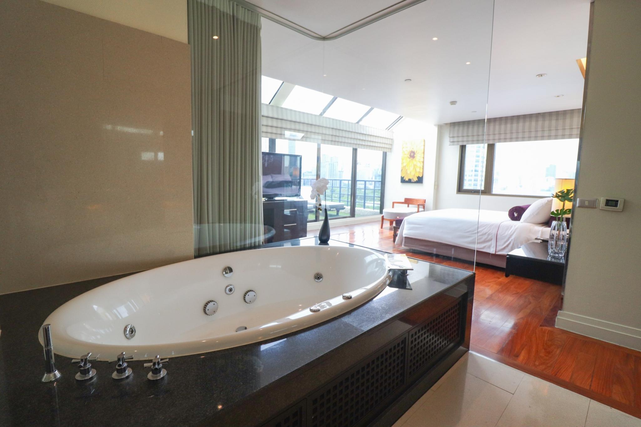 Bangkok Condo For Rent in Sathorn Sala Deang Silom Stunning Condo w/Jacuzzi
