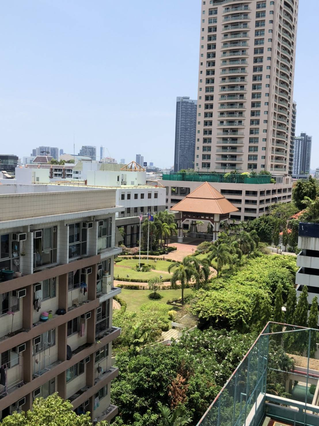 Bangkok Condo Apartment For Rent in Sathorn near Lumpini Park Large Unit with Maid's Room