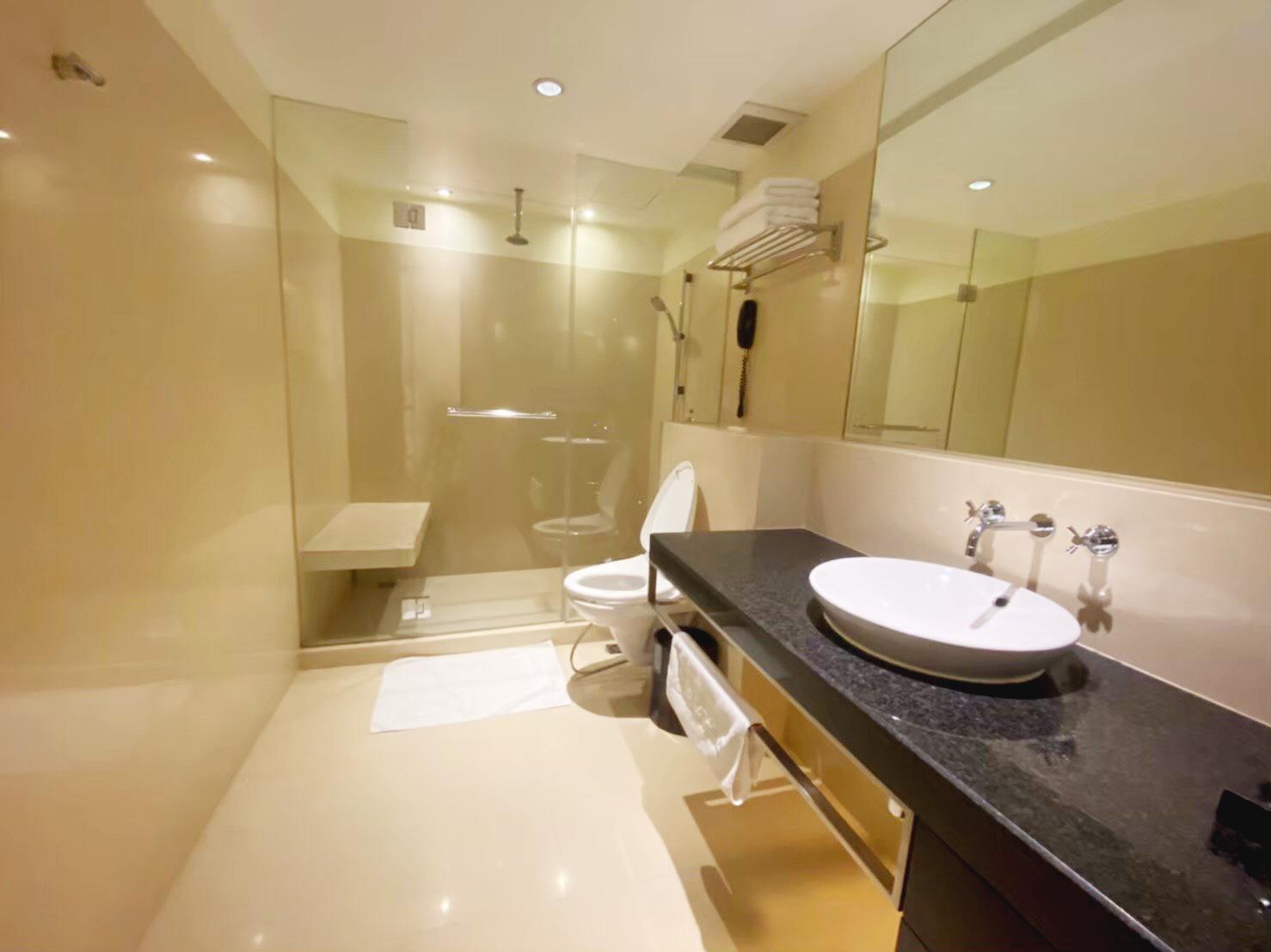 Bangkok Condo For Rent in Sathorn Sala Daeng Silom Bright Spacious Condo