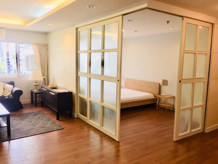 Bangkok Property Condo Apartment House Real Estate For Rent in Ratchadamri Modern & Bright Condo