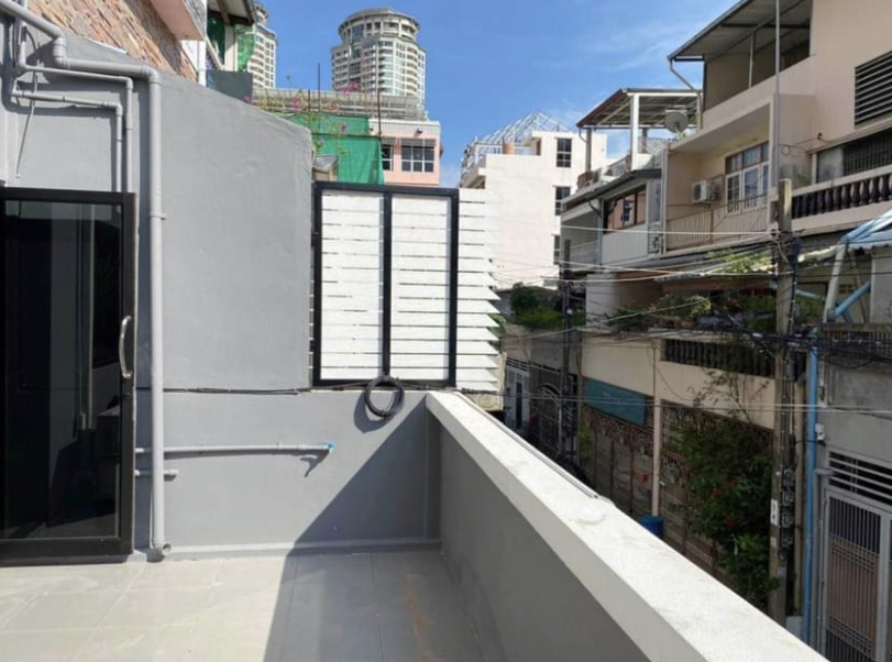 Bangkok House Townhouse For Rent in Sathorn Chong Nonsi Townhome Office w/Rooftop Terrace